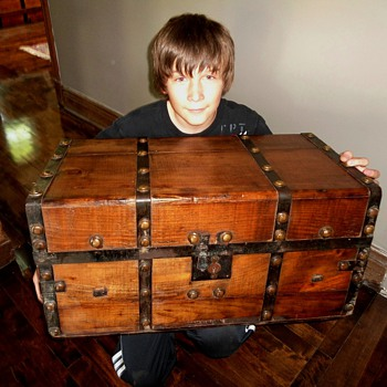 Trunk Boy Strikes with Civil War era Trunk