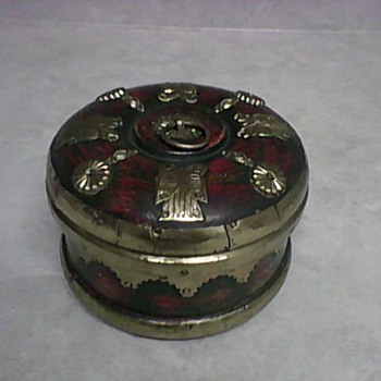 BRASS AND WOOD TRINKET BOX - Fine Jewelry