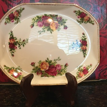 Royal Albert Old Country Roses unusual back stamp - China and Dinnerware