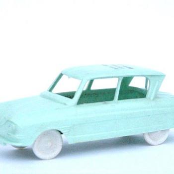 voiture en plastique SESAME CITROEN AMI 6 vers 1960.