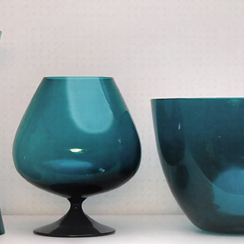 Candlesticks, cognac cup vase, bowl and vase in heliotrop color - Gunnar Ander for Lindshammar 1950s or -60s.