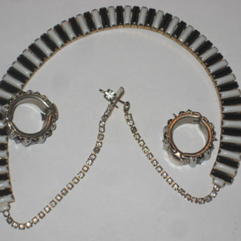 Black and White necklace - Costume Jewelry