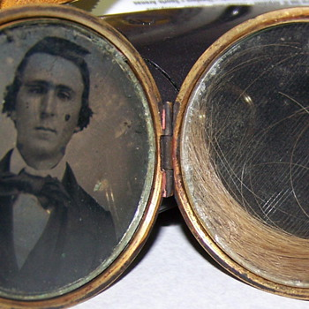 Early American memorial hair locket