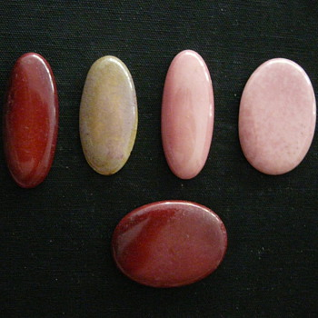 SOME UNMARKED CABOCHONS - Art Pottery