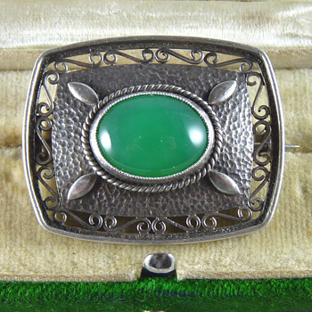 Liberty & Co Art Deco Silver & Chrysoprase Brooch (1928) - Art Deco