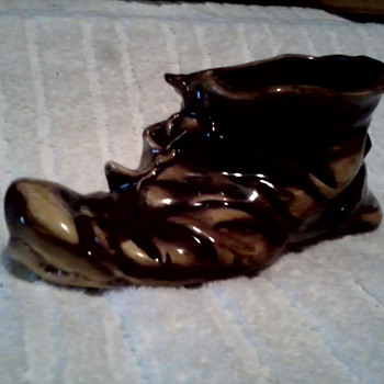 """ Old Shoe"" Planter / Napco or Ardco ?? - Art Pottery"