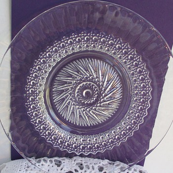 I have no clue what kind of glass, maker or pattern this plate is