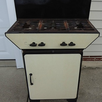 Antique 3 burner gas stove w/ oven - Kitchen