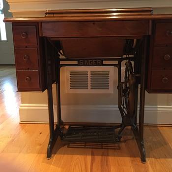 Antigue Singer Treadle Sewing Machine