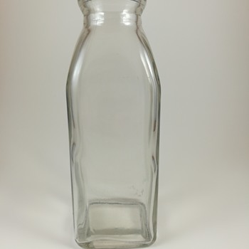 Milk bottle, 1 mark on base