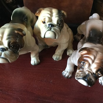 busy with bulldogs - Figurines