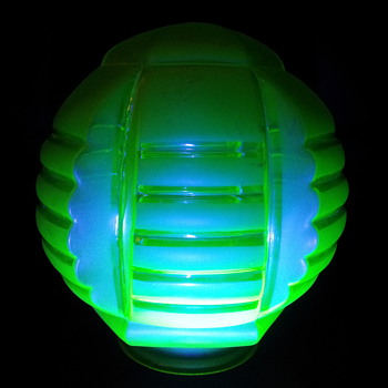 Vaseline Uranium Annagroen globe - Art Glass