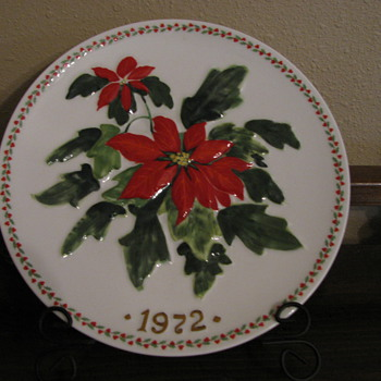 Crown Staffordshire 1973 First Edition  Plate - Christmas