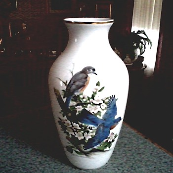 "Roger Tory Peterson ""Bluebirds"" Vase / Kaiser W. Germany for Danbury Mint /Circa 1970-80"