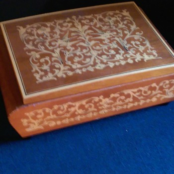 Vintage Cigarette Music Box