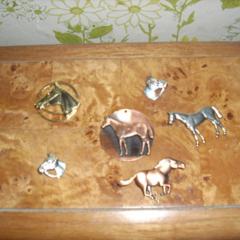 My horsey collection when I was younger.  Show us your horses! - Costume Jewelry