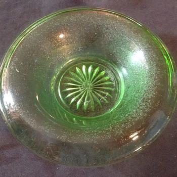Uranium green bowl - Glassware