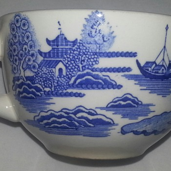 Homer Laughlin Oversized Blue Willow Tea Cup
