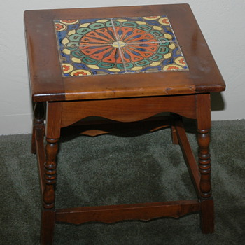 Neat vintage colorfull tile table - Art Pottery