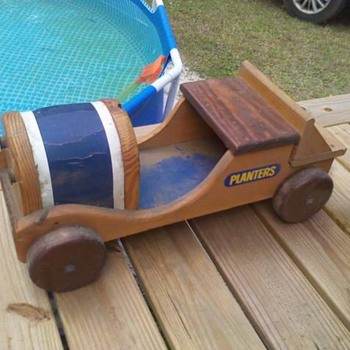 Yard Sale Planters Peanut Car - Advertising