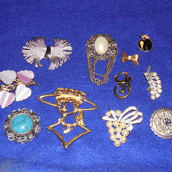 Another Mixed Brooch Lot