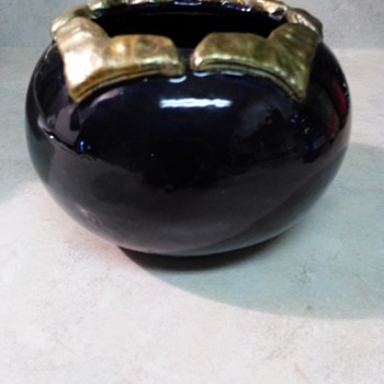 BLUEBERRY POTTERY POT