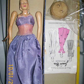 "1940's Butterick 13"" Manikin doll and patterns"