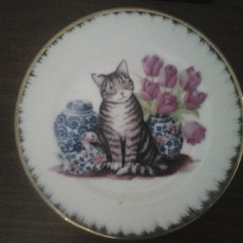 A cat plate and the reason i love it. - China and Dinnerware