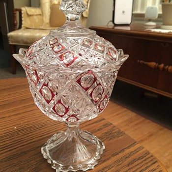Pretty candy dish - Glassware