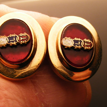 HAYWARD CUFF LINKS.. 12K GF.. RED STONE..VINTAGE