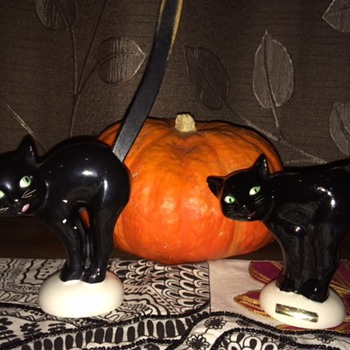 Halloween black cat figurines