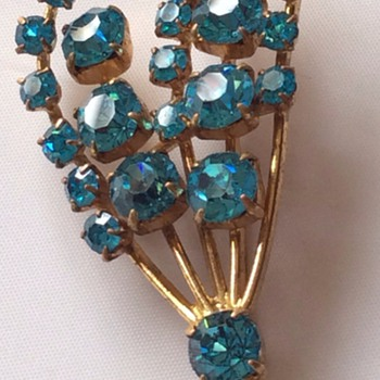 Blue stone brooch  - Costume Jewelry