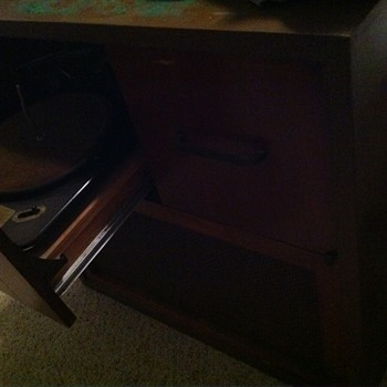 "Magnavox ""Duette"" stereo console with Garrard RC80 phonograph - Radios"