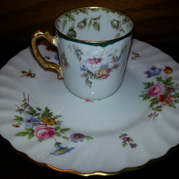 RARE HAVILAND LIMOGES #72 VARIANT ROSES W/GREEN & GOLD TRIM DEMITASSE CUP