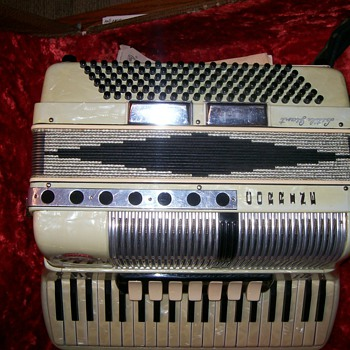Noble Little Giant Corrine Accordion - Musical Instruments