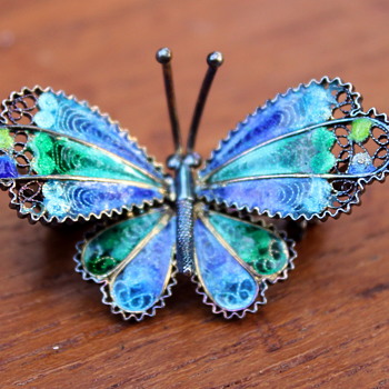 Pretty enamel butterfly brooch - Fine Jewelry