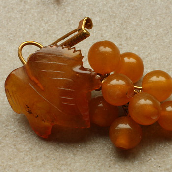 Amber grape brooch - Fine Jewelry