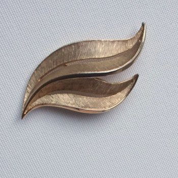 Crown Trifari Brooch Goldtone Leaves - Costume Jewelry
