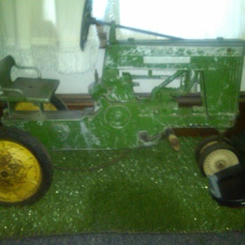 Early 50's john deere tractor and trailer