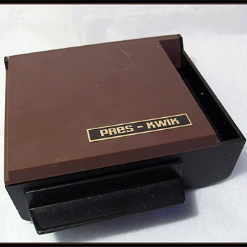 * Pres-Kwik *  Novelty Cigarette Dipenset - 1972 K-Tel - Tobacciana