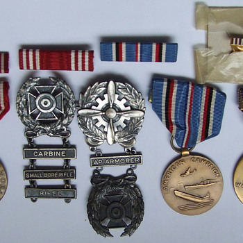 nice little collection of WW II Service Medals.