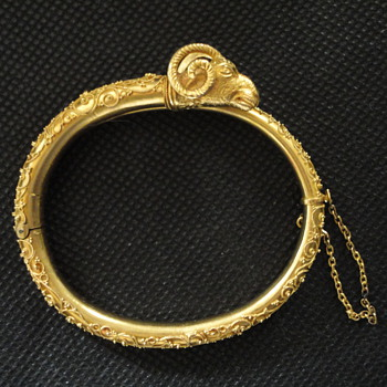 Etruscan Archaeological Revival Ram's Head Gold Bracelet, Rome 1860