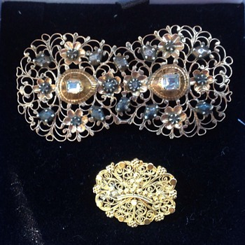 Two Georgian gold filigree brooches
