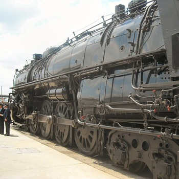 AT&SF 3751 4-8-4 Steam Locomotive