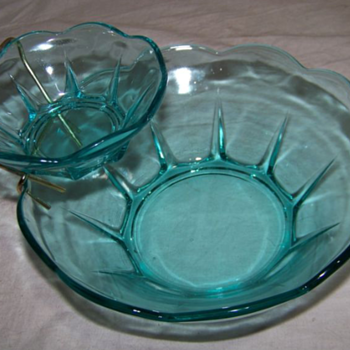 Very Beautiful Vintage Chip and Dip Set - Kitchen