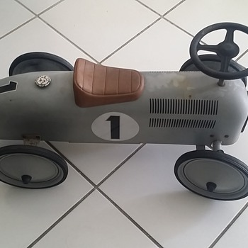 toy pedal car