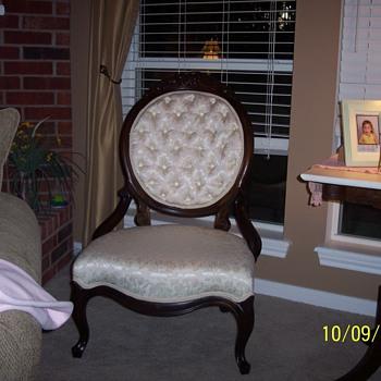 antique victorian chair. - Furniture