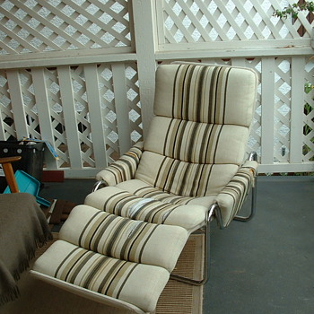 metal tube lounge chair