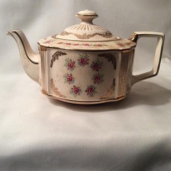 Vintage rose pattern teapot