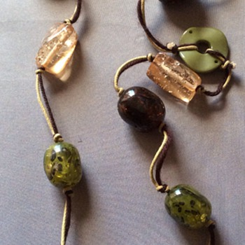 Glass necklace with Bakelite ?
